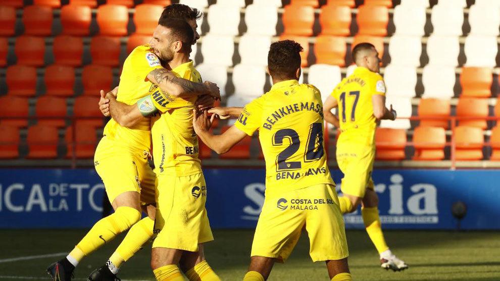 Los jugadores del Málaga celebran el gol en Lugo.