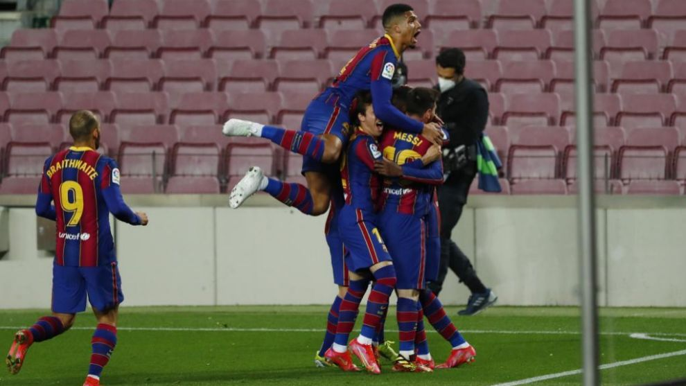 Barcelona celebrate Dembele's late winner