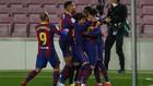 Los jugadores del Barcelona celebran el tanto contra el Valladolid.