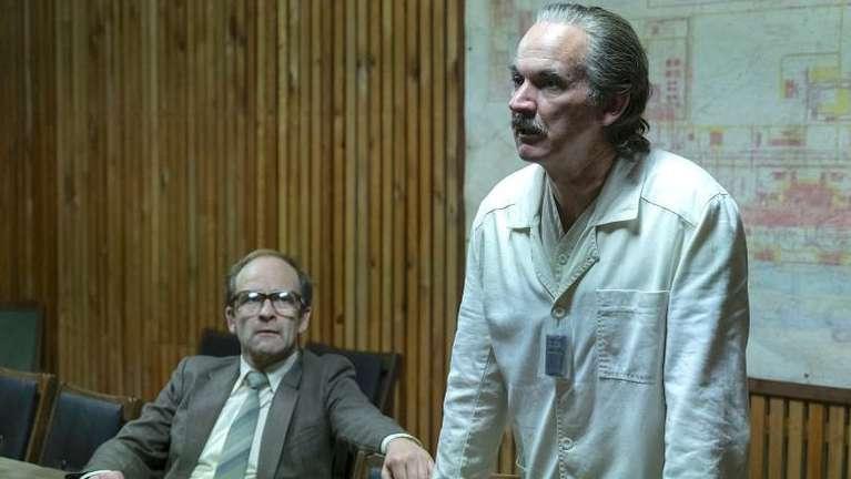 Paul Ritter, en la serie 'Chernobyl'