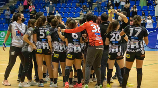 Las jugadoras del Rincón Fertilidad celebran el pase a la final de la...
