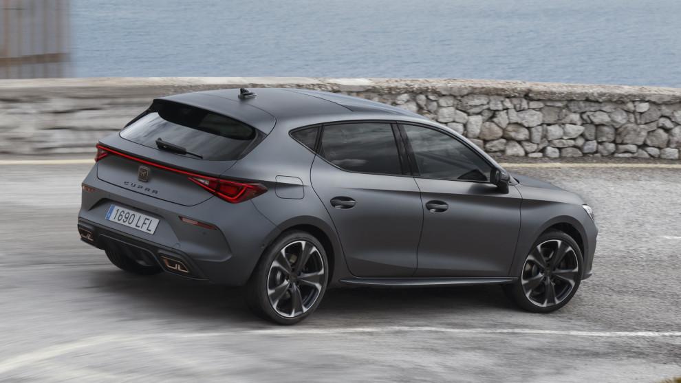 El Cupra León e-Hybrid de 204 CV alcanza una autonomía eléctrica de hasta 63 km.