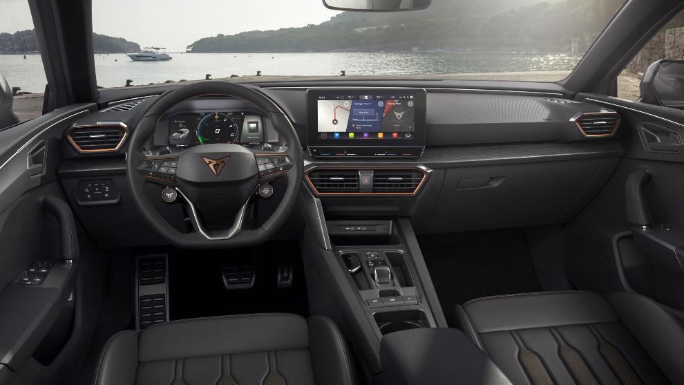 La pantalla central de 10'' alberga el sistema multimedia con navegador.