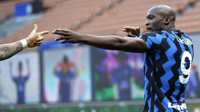 Romelu Lukaku celebrating his goal against Sassuolo.