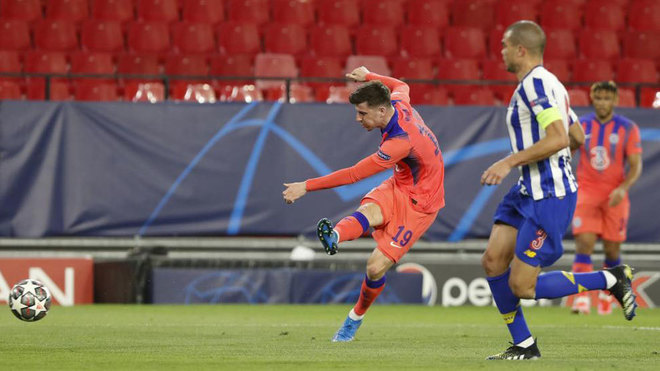 Mason Mount scoring Chelsea's first goal.