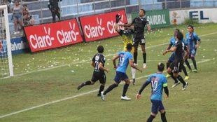 Cotzumalguapa y Comunicaciones durante el partido del fútbol de...