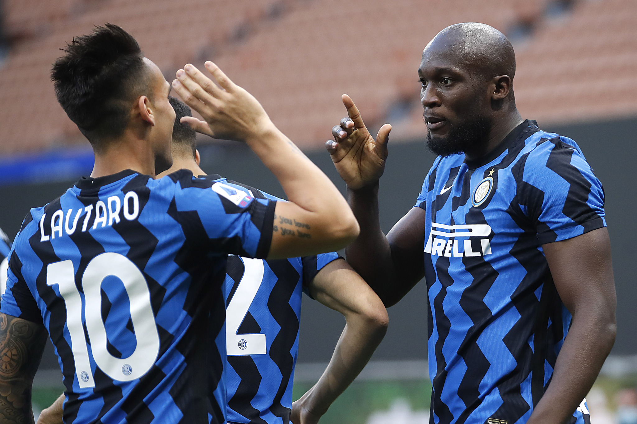 Lukaku (27: 20+7) and Lautaro (22: 14+8) have contributed 49 of Inter's 68 goals in Serie A this season. (AP Photo/Antonio Calanni)