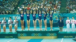 El conjunto español de gimnasia rítmica, en el podio
