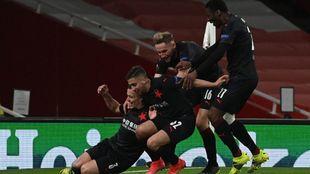 El Slavia celebra el 1-1.