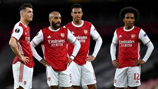 Jugadores del Arsenal incrédulos tras el empate.