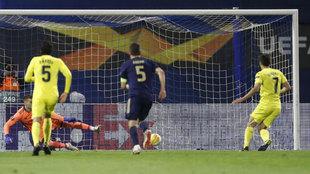 Gerard Moreno marca el gol de penalti.