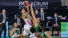 Gabriel Deck intenta anotar en un partido de Euroliga ante el Zalgiris