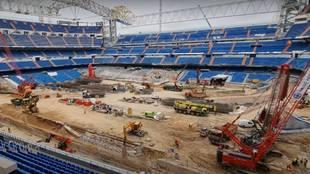 Así de irreconocible está el nuevo Bernabéu por dentro: gradas reventadas, obras en el palco...