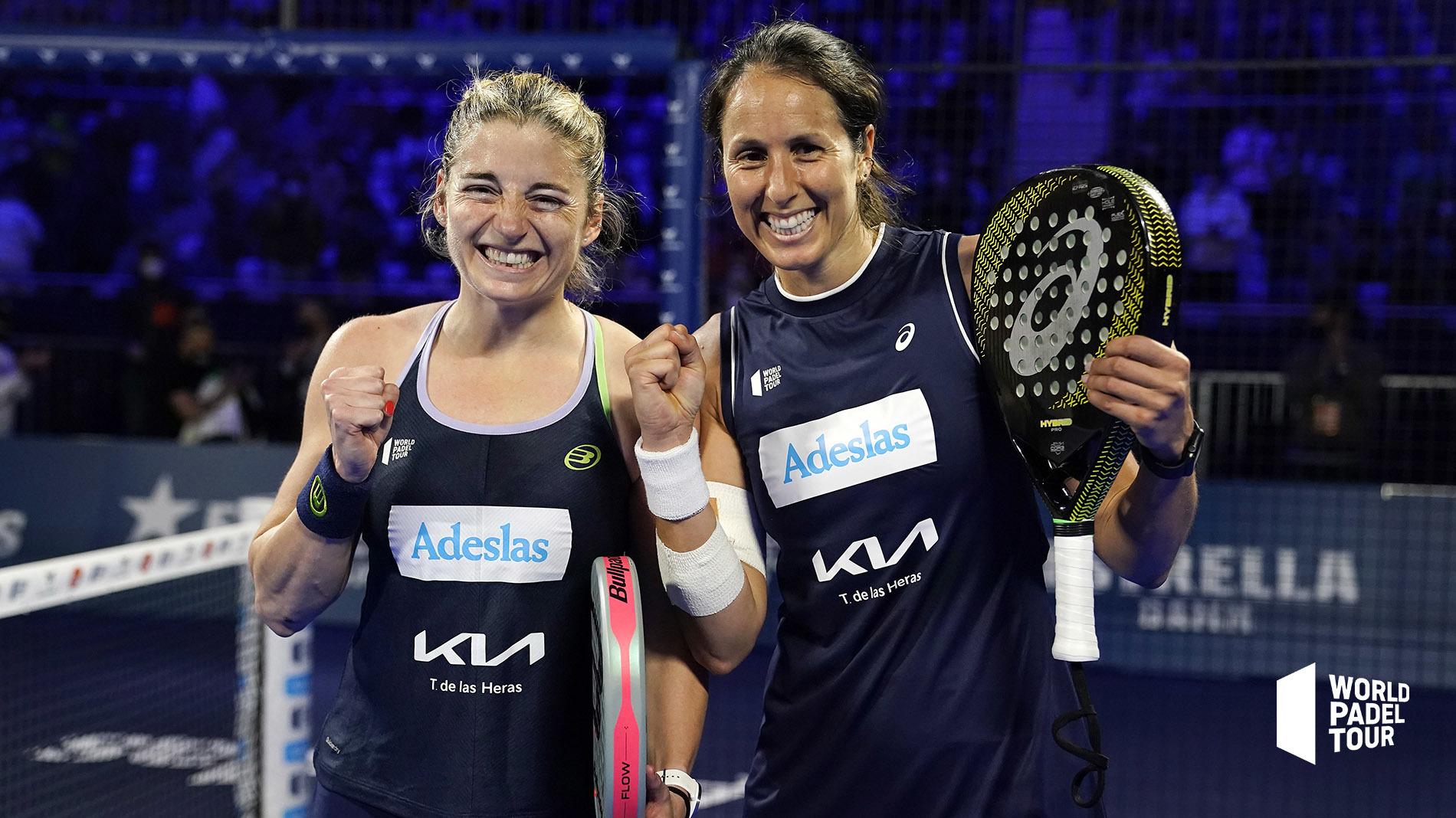 Alejandra Salazar y Gemma Triay celebran su victoria.