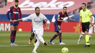Ramos marca de penalti en el Camp Nou el pasado 24 de octubre.
