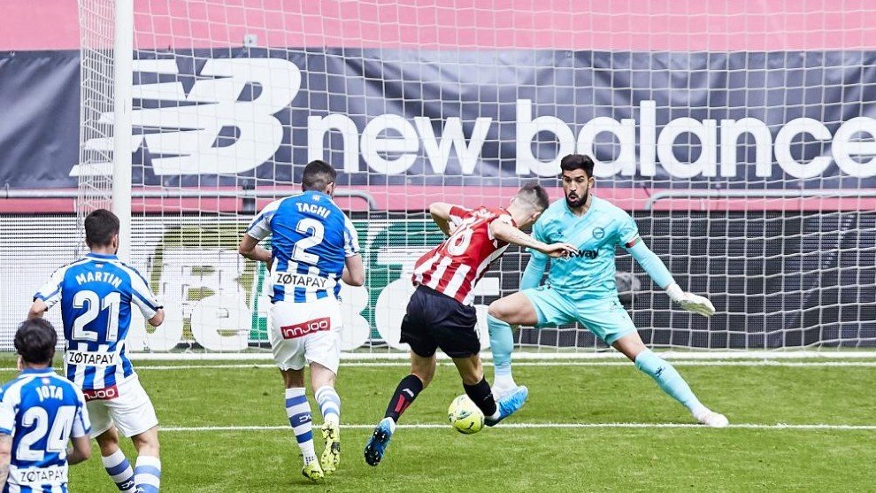 Sancet tuvo esta gran ocasión para abrir el marcador, pero Pacheco...