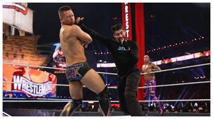 Bad Bunny hace historia ganando en el ring de WrestleMania 37