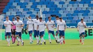 Los jugadores del Zaragoza celebrando el gol que marcó Adrián...
