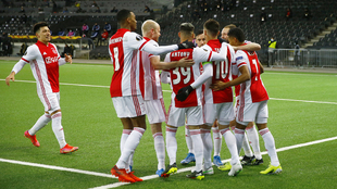 Ajax de Edson Álvarez vence por la mínima diferencia al Waalwijk.