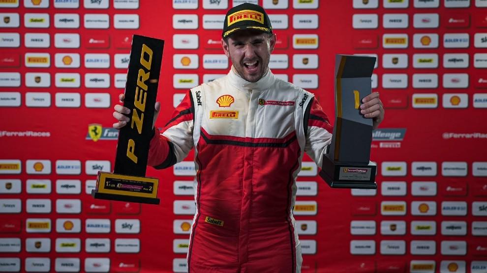 Paulet, con sus trofeos conquistados en Monza