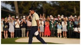 Hideki Matsuyama celebra el triunfo en el Masters de Augusta.
