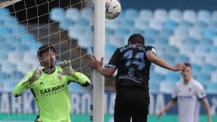 Robertone y Cristian Álvarez, en la acción del primer gol