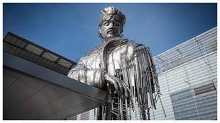 La estatua del aviador Roland Garros