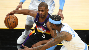 Chris Paul in action for the Phoenix Suns against the Los Angeles...