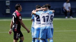 Los jugadores del Málaga celebran un gol ante el Albacete