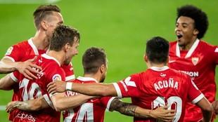 Sevilla celebrate Papu Gomez's goal