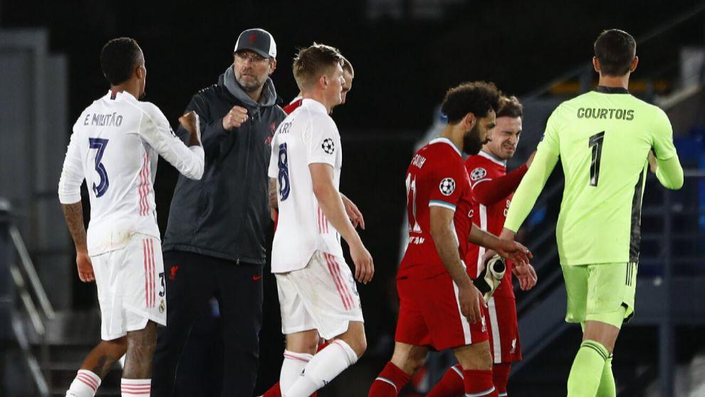 Kloop saluda a Militao tras el Madrid-Liverpool.