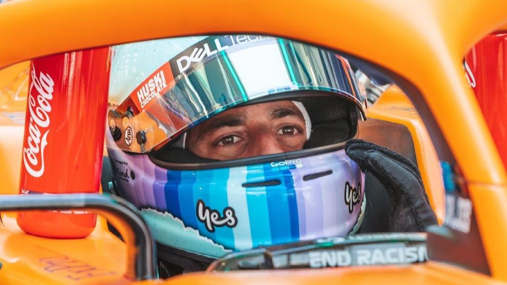 Daniel Ricciardo, subido al MCL35M.