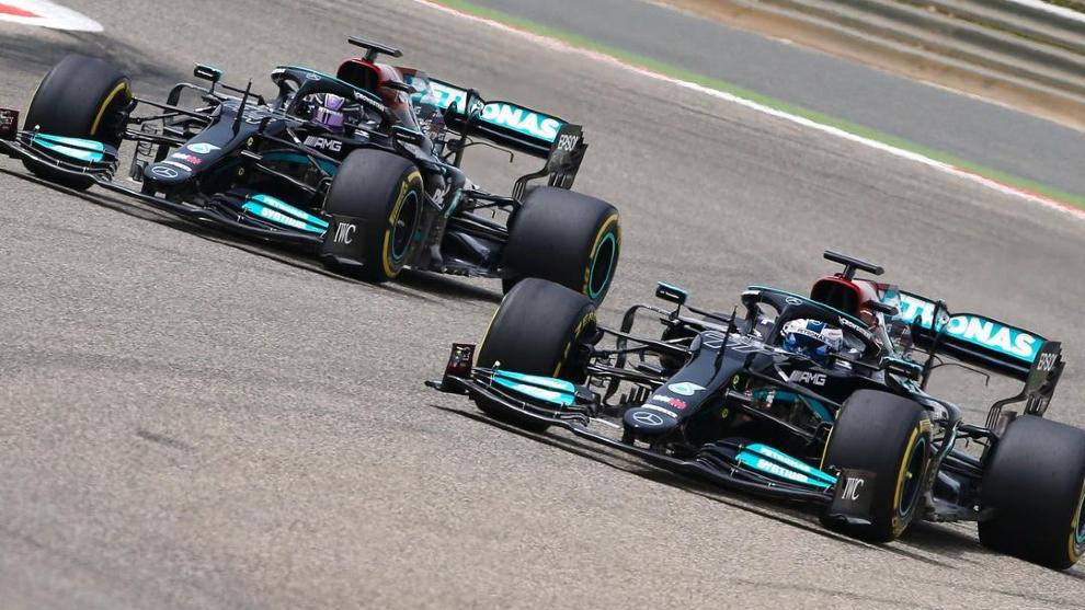 Bottas y Hamilton, en pista.