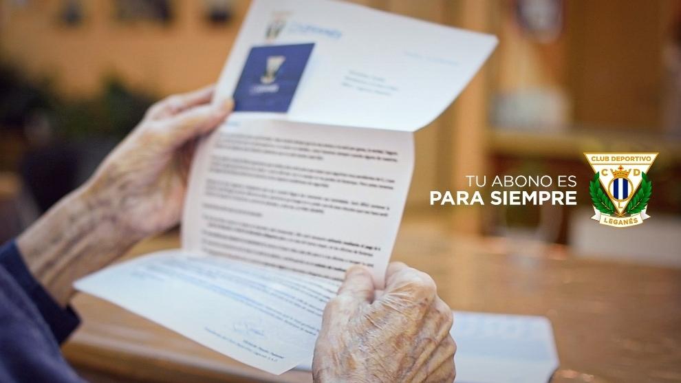 El 'abuelo' del Leganés recibe su abono... ¡a los 106 años!