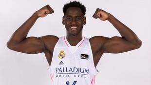 Usman Garuba posa en la sesión oficial de fotos de la ACB de esta...