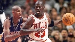 Reggie Miller, defendiendo a Michael Jordan.