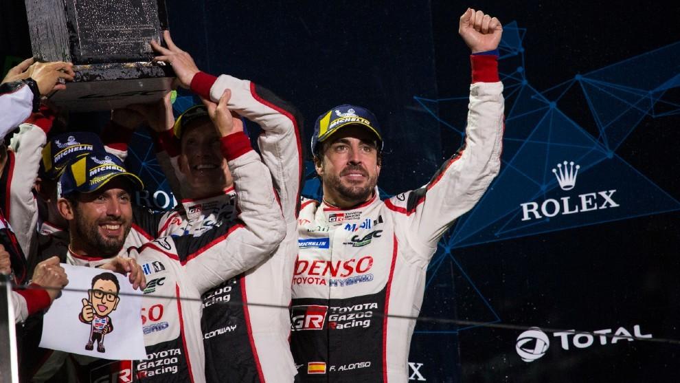 """Alonso """"se ríe"""" de nuevo de lo de ser mal compañero"""
