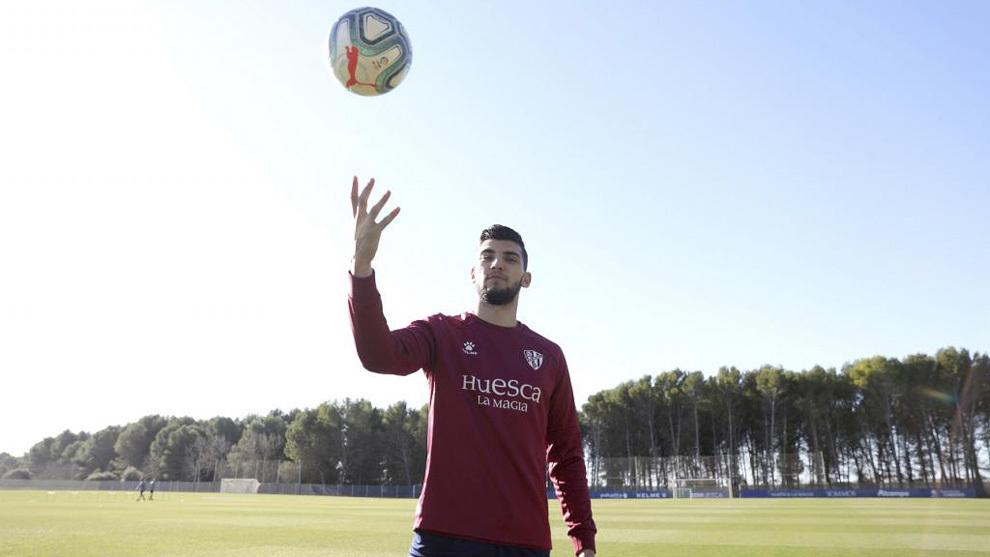 Rafa Mir, con el Huesca.