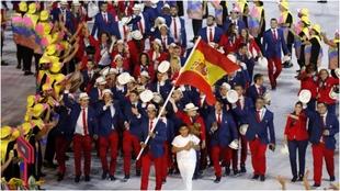 La delegación española, con Nadal como abanderado, en la ceremonia...
