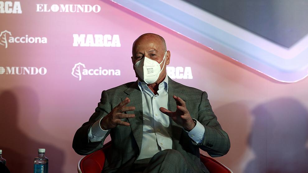 Juan Antonio Corbalán, doctor y ex jugador de baloncesto