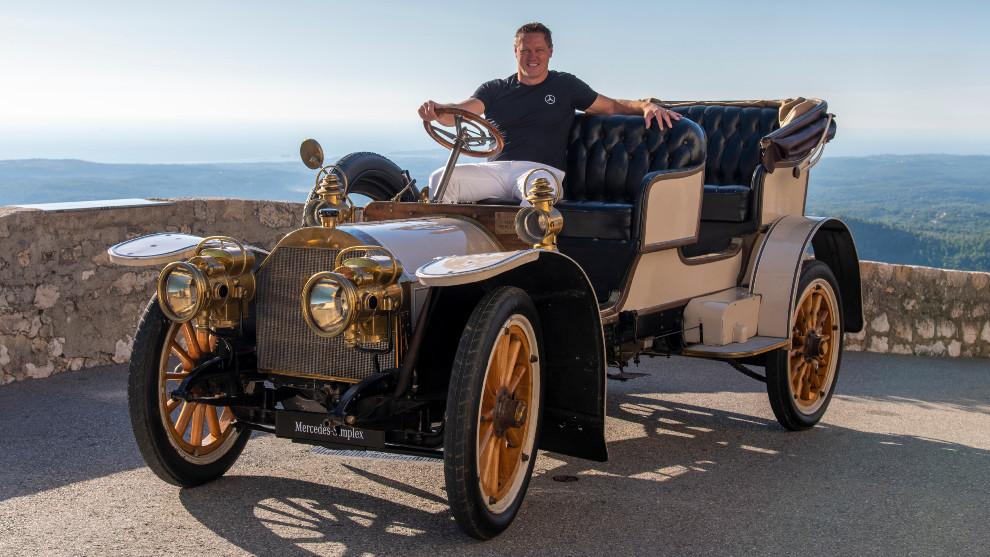 Gorden Wagener, jefe de diseño de Daimler AG, al volante de un Maybach Simplex.