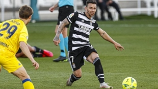 Rubén Castro, con el balón, durante un partido
