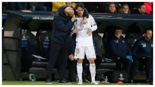 Zidane y Odriozola, en un parrtido de Champions.