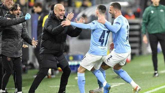 Guardiola y Foden celebran el 1-2 del City.