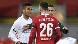 Casemiro se encaró con Robertson