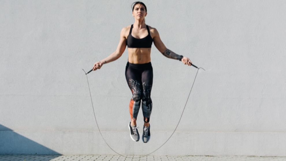 Saltar a la comba es uno de los ejercicios más completos para estar...