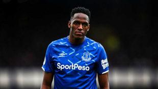 Yerry Mina en un partido con el Everton.