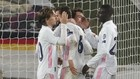 Los jugadores blancos celebran el pase a semifinales al final del...