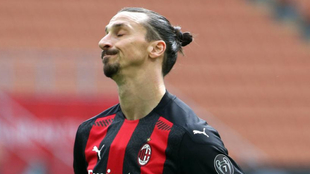 El sueco se lamenta durante un partido de esta temporada con el Milan.
