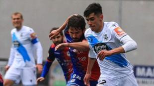 El jugador del Deportivo, durante el reciente encuentro que disputaron...